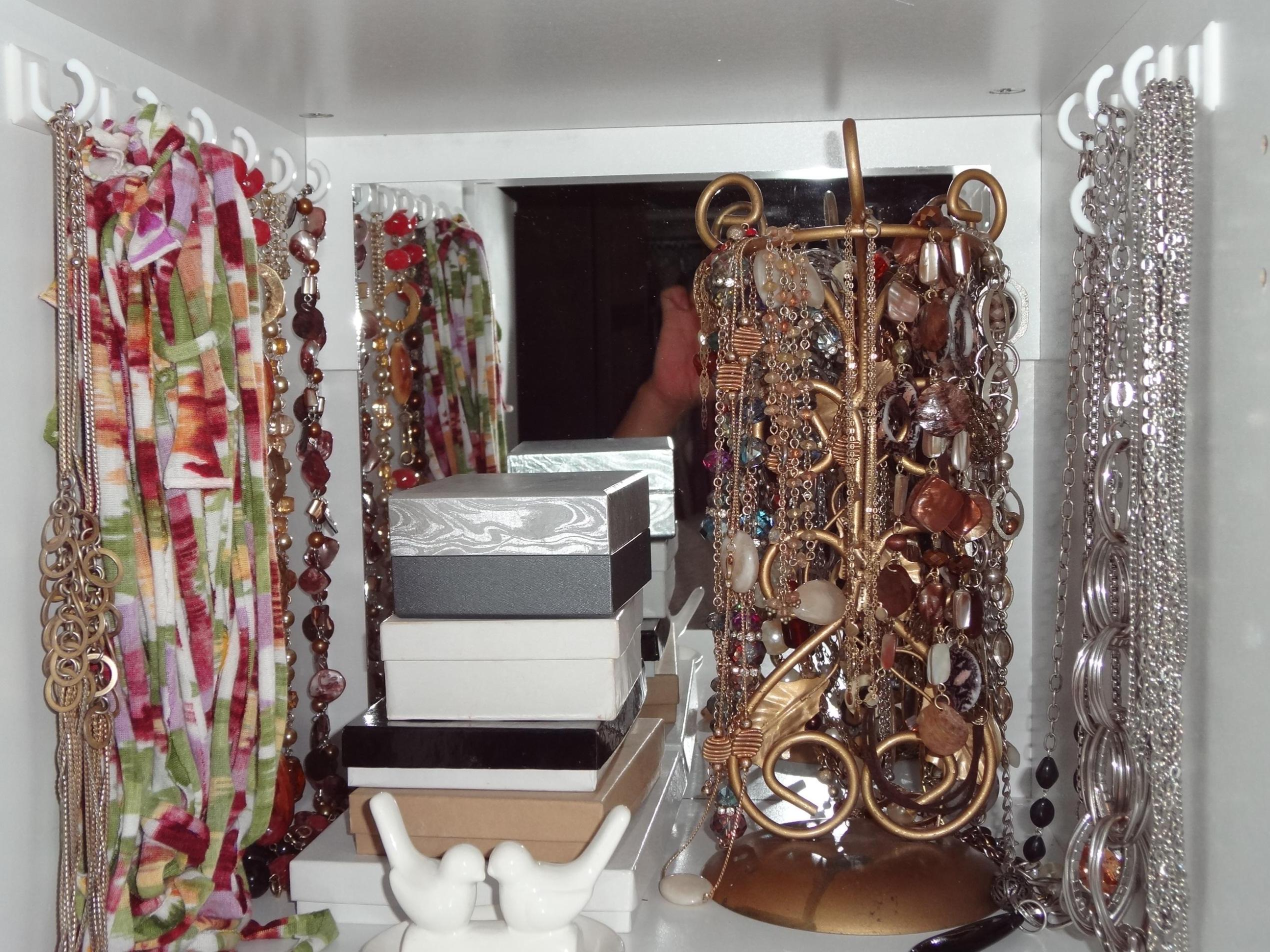 Image of: Free Standing Mirrored Jewelry Armoire