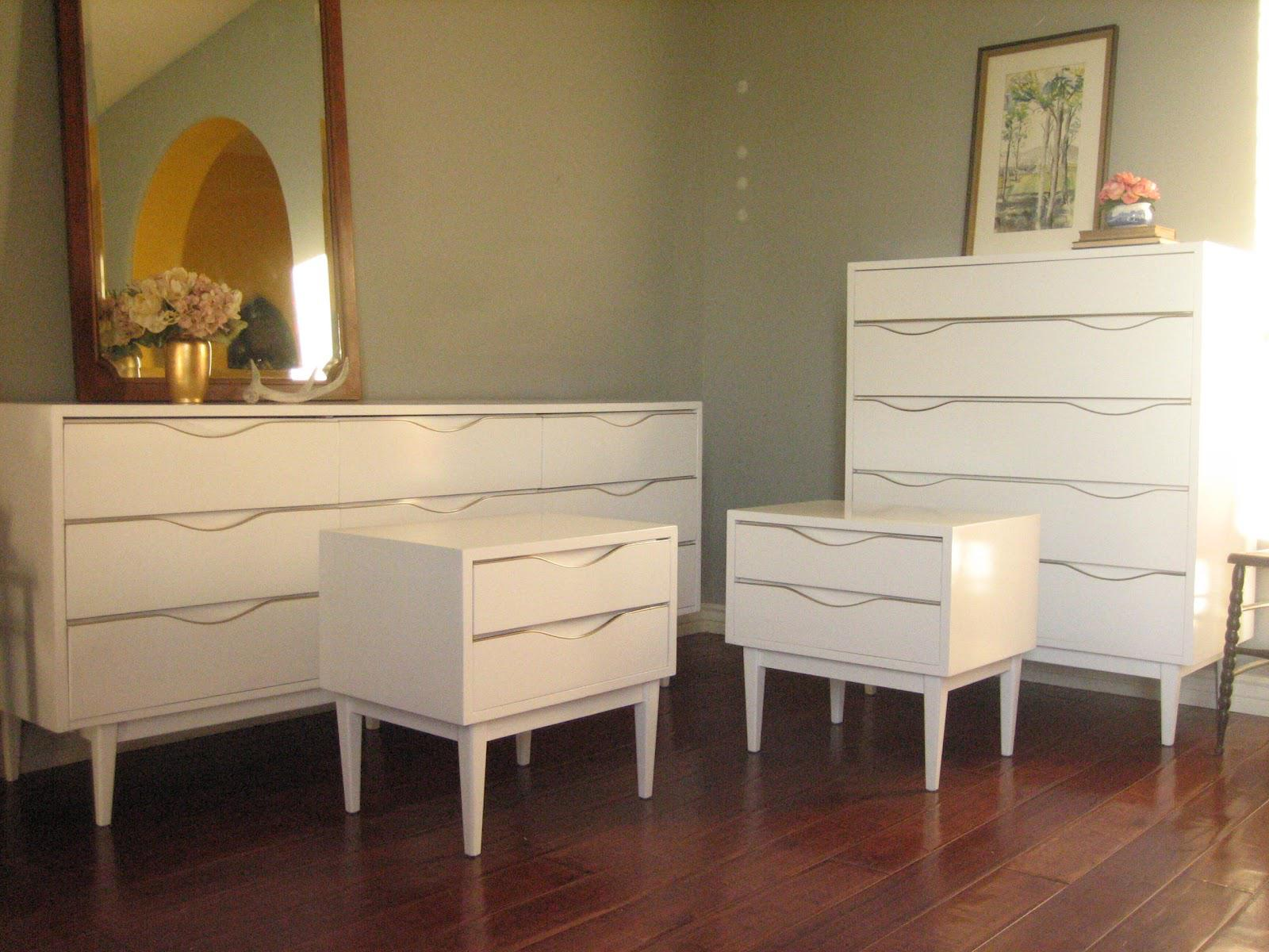 Image of: Girls Dressers White With Mirror