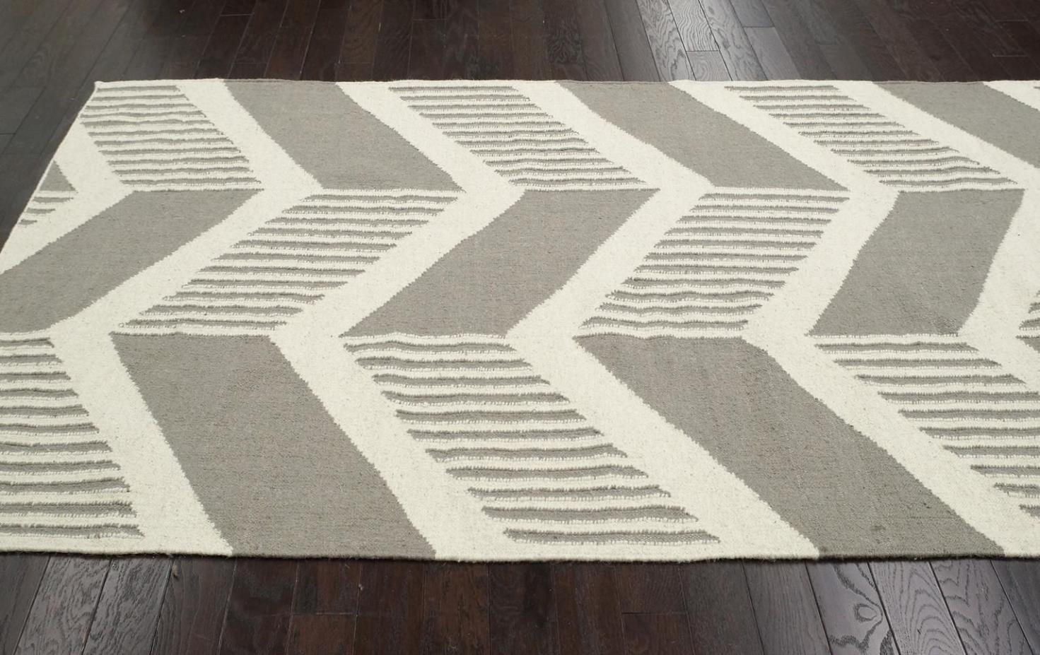 Image of: Gray Chevron Area Rug