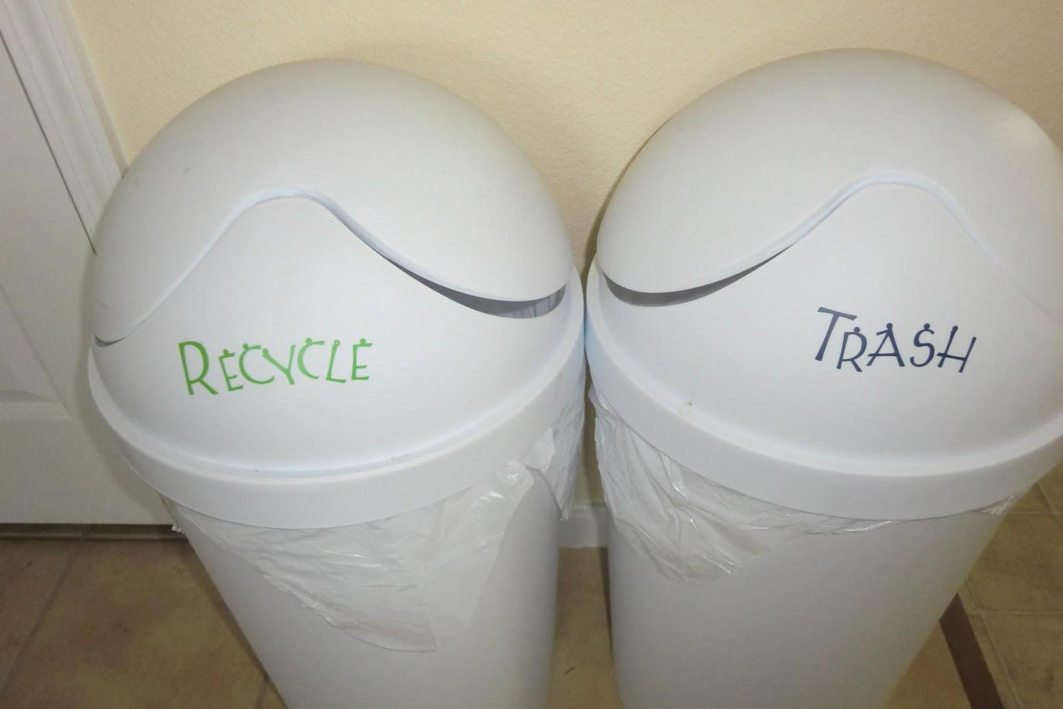 Image of: Kitchen Garbage Can Sizes