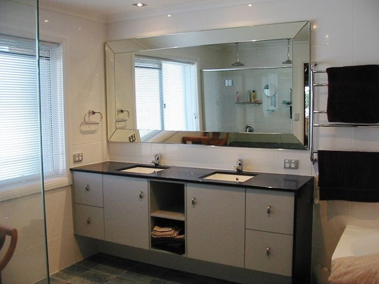 Image of: Large Bathroom Mirrors