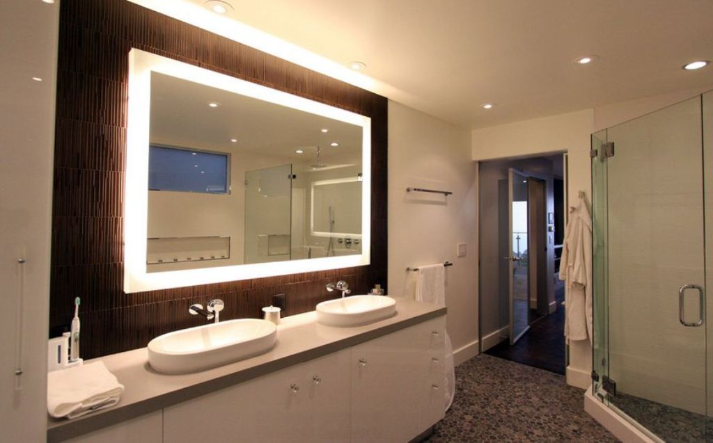 Image of: Lighted Bathroom Mirror and Light