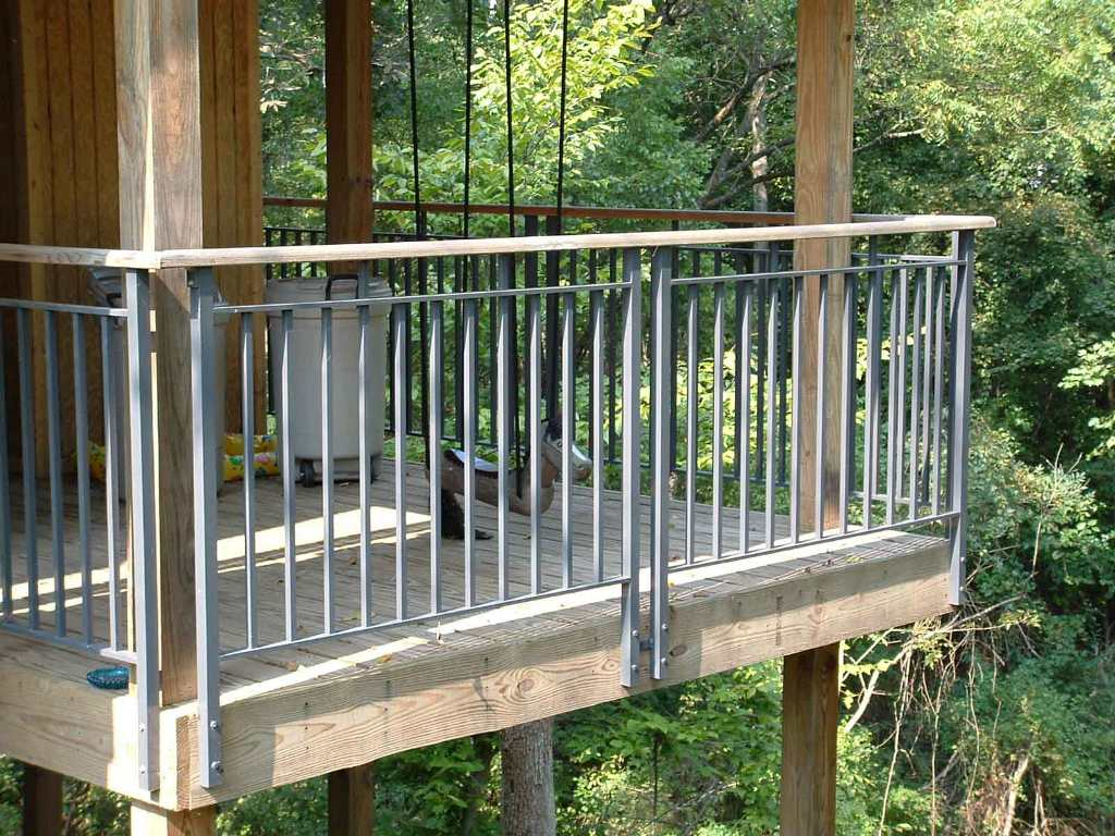 Image of: Luxury Metal Deck Railing Ideas