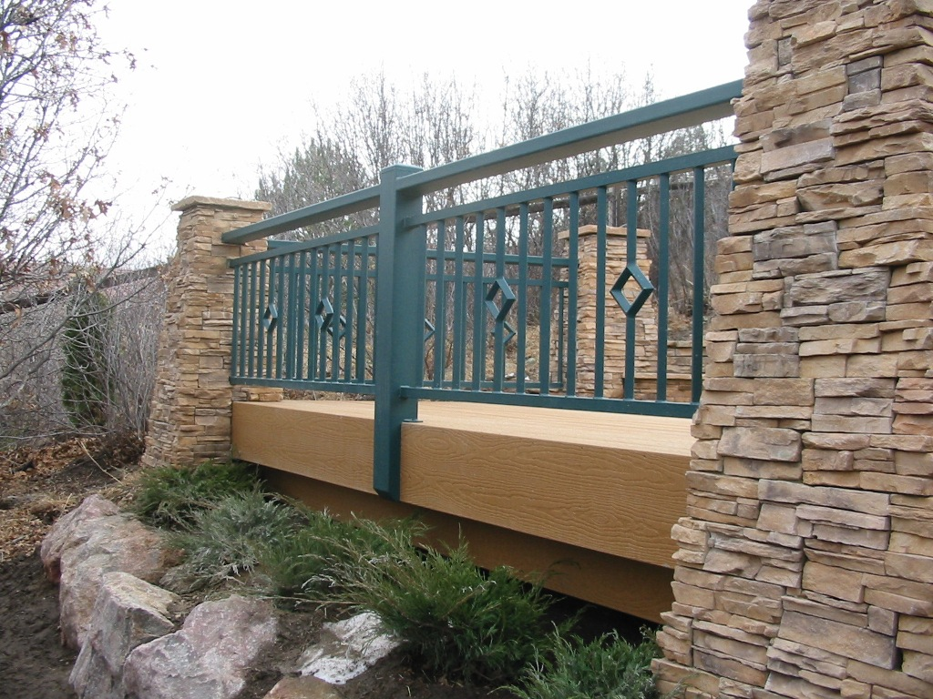 Image of: Modern Metal Deck Railing Ideas