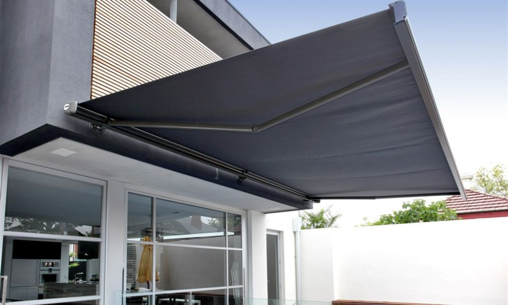 Image of: New Retractable Patio Awning Ideas