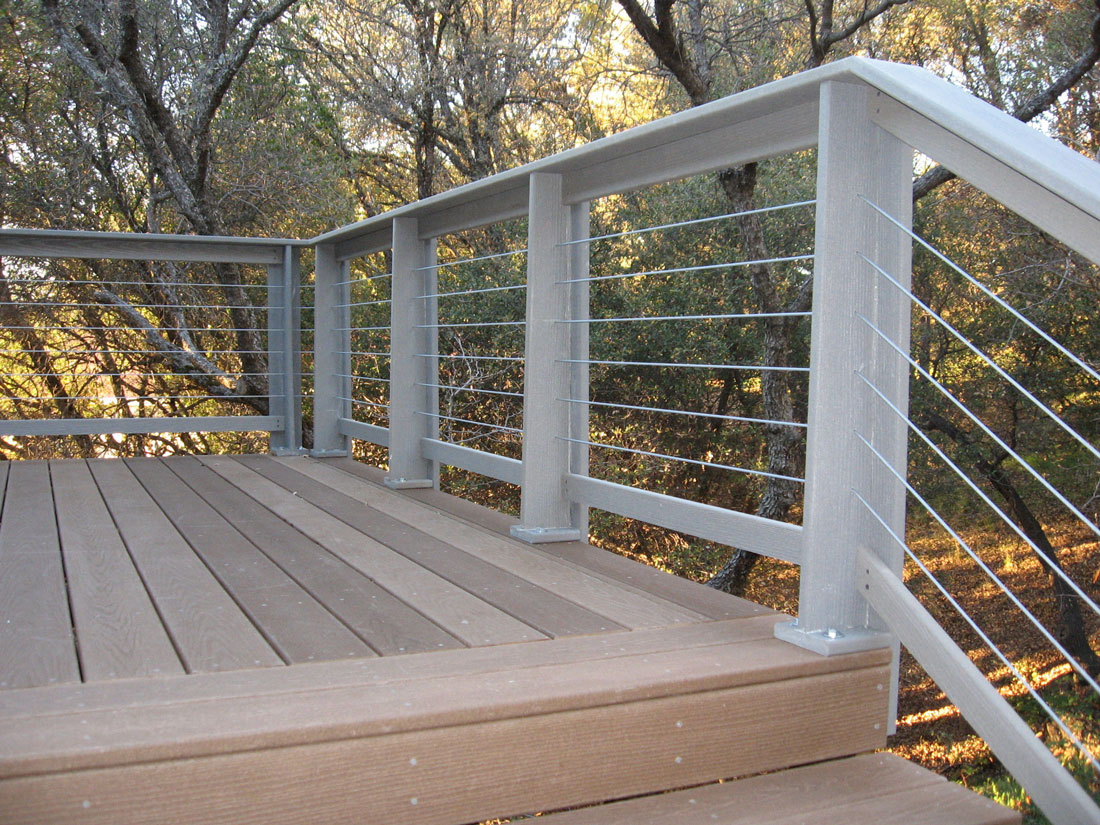 Image of: Nice Horizontal Deck Railing
