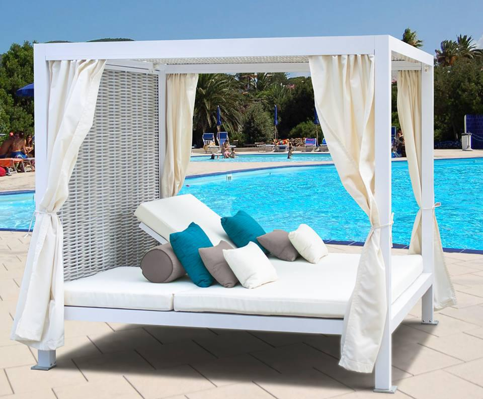 Image of: Nice Outdoor Daybed