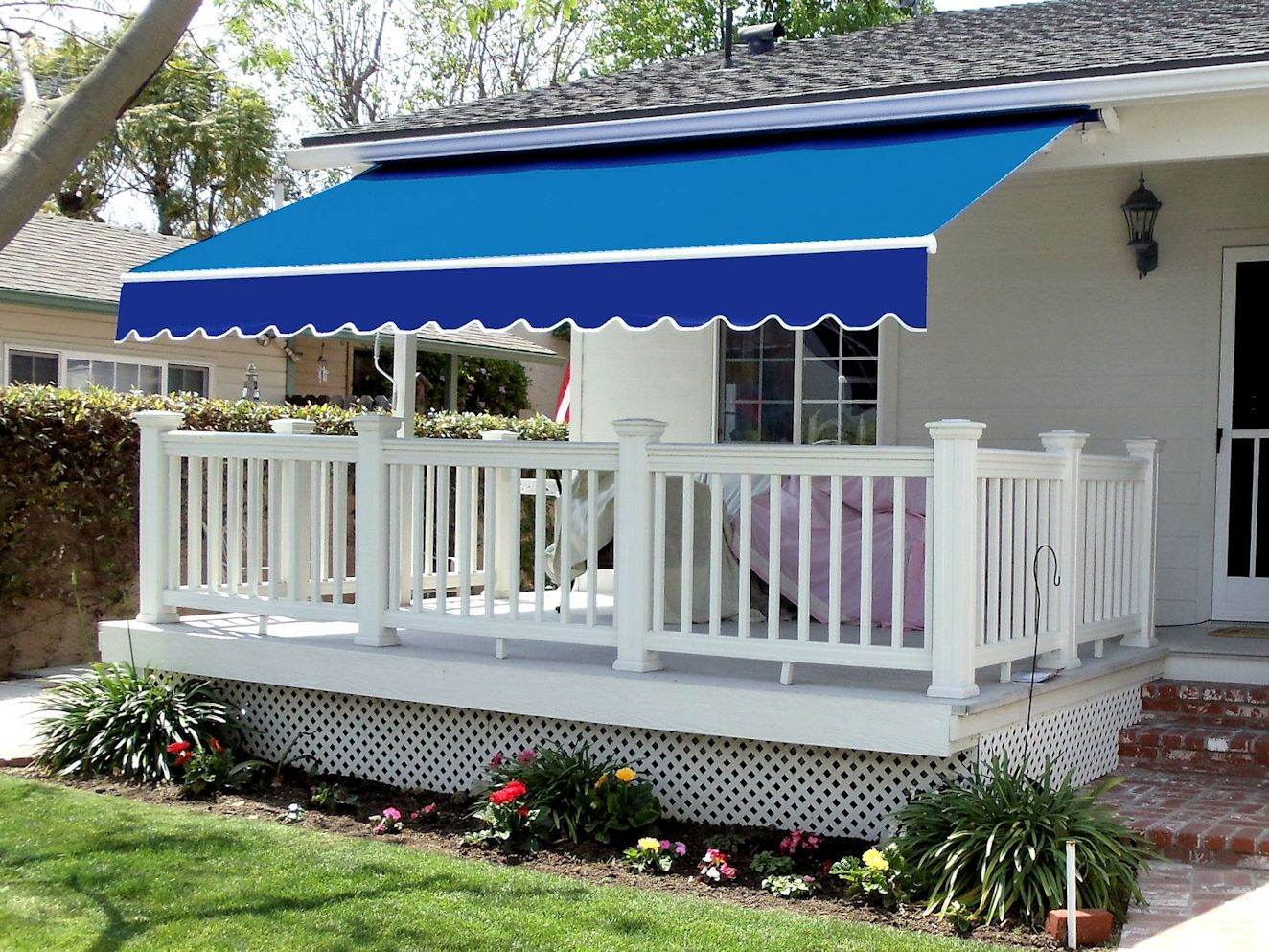 Image of: Nice Retractable Patio Awning