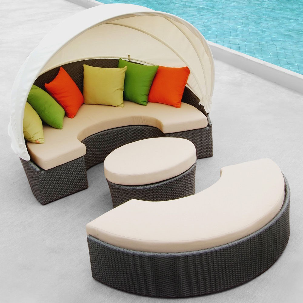 Image of: Outdoor Daybed with Canopy Modern