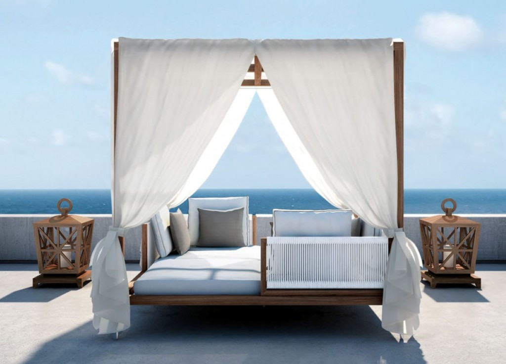 Image of: Outdoor Daybed with Canopy Style
