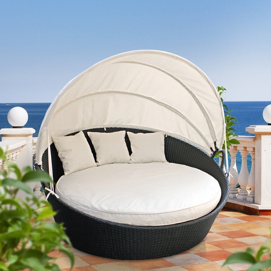 Image of: Outdoor Daybed with Canopy Wicker