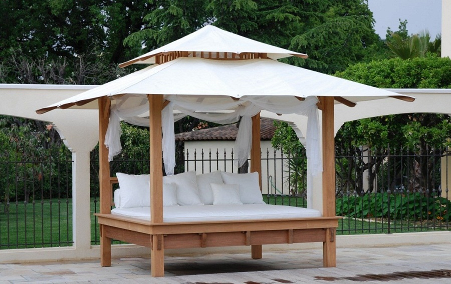 Image of: Outdoor Daybed with Canopy