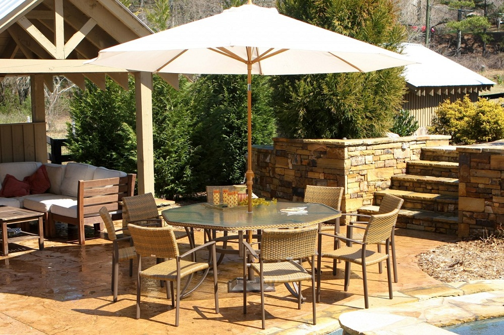 Image of: Outdoor Patio Dining Set with Umbrella