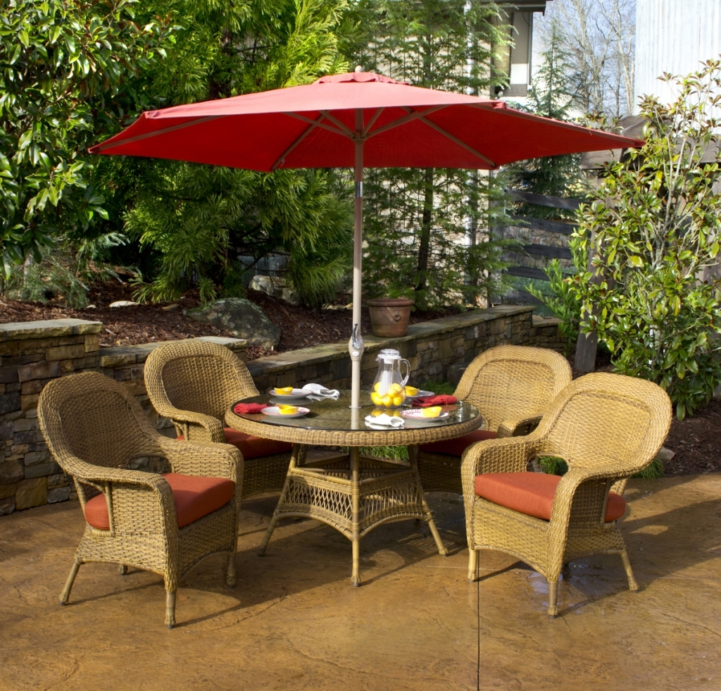 Image of: Patio Dining Set with Umbrella Red