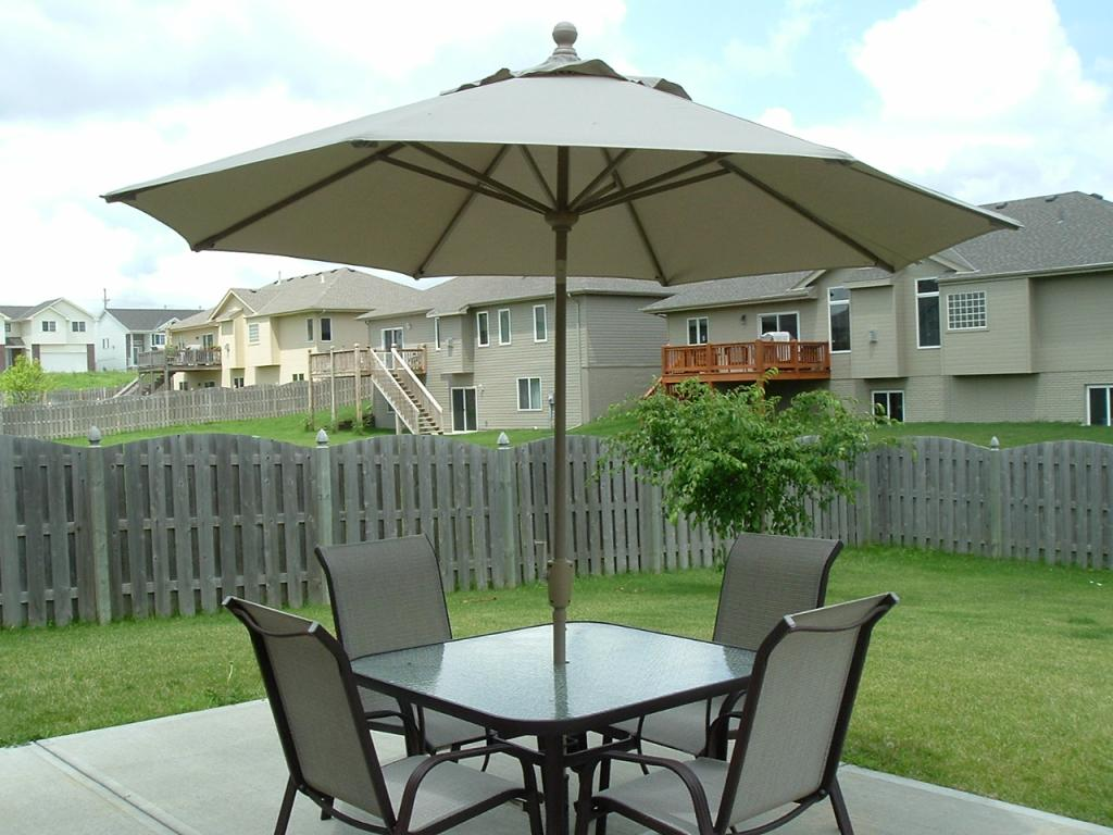 Image of: Patio Furniture with Umbrella Size