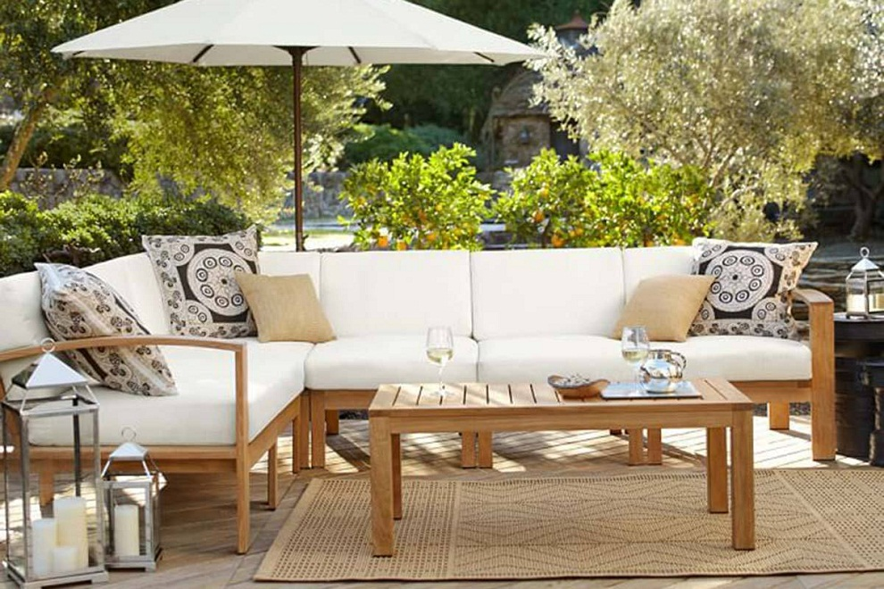Image of: Patio Sectional Furniture with Umbrella