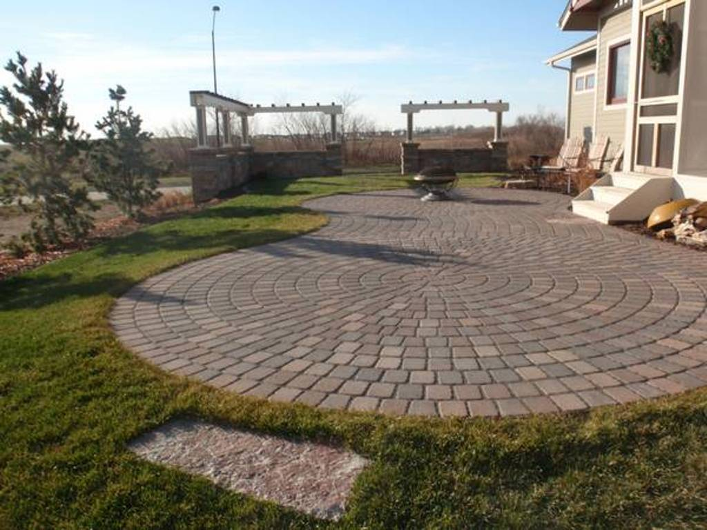 Image of: Paver Patio Designs Pictures
