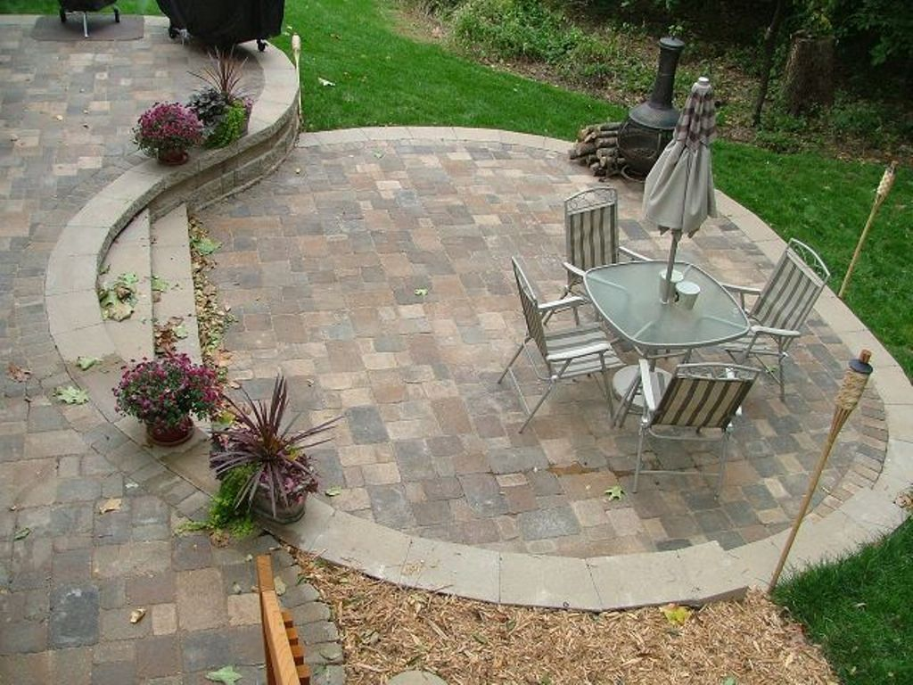 Image of: Paver Patio Designs and Building