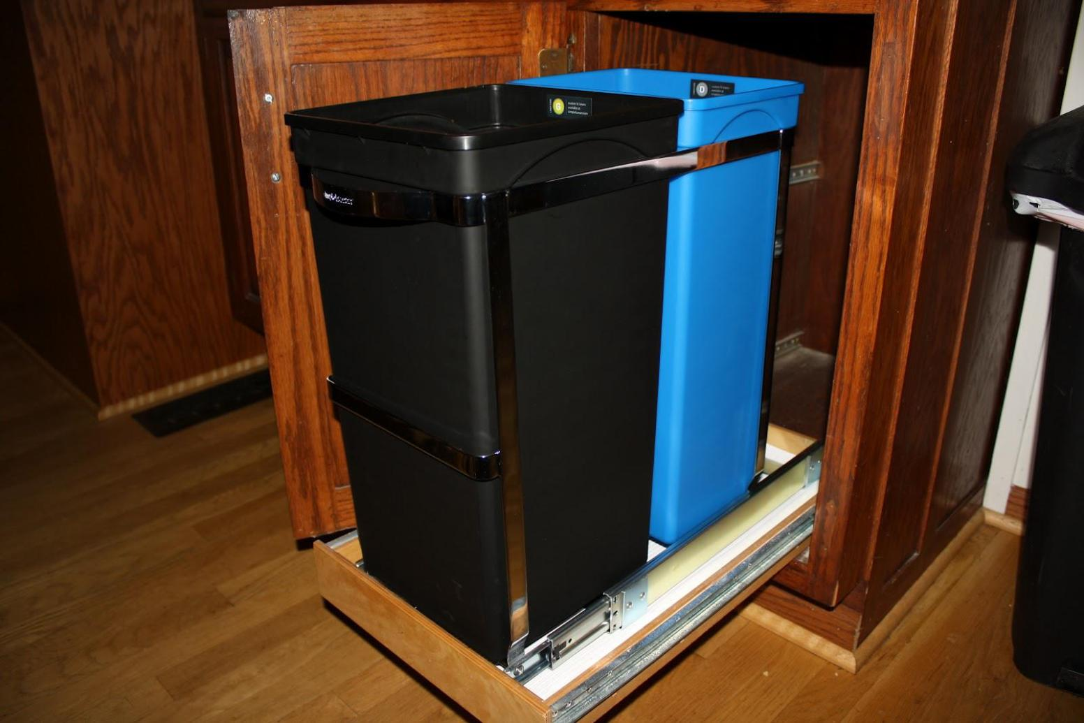 Image of: Plastic Kitchen Garbage Cans