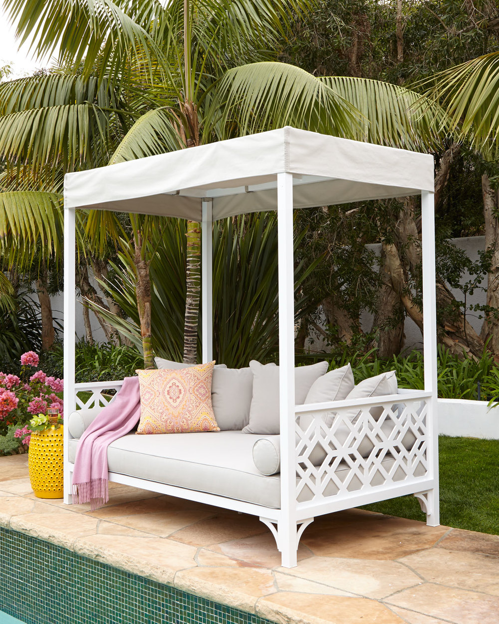 Image of: Pool Outdoor Daybed with Canopy