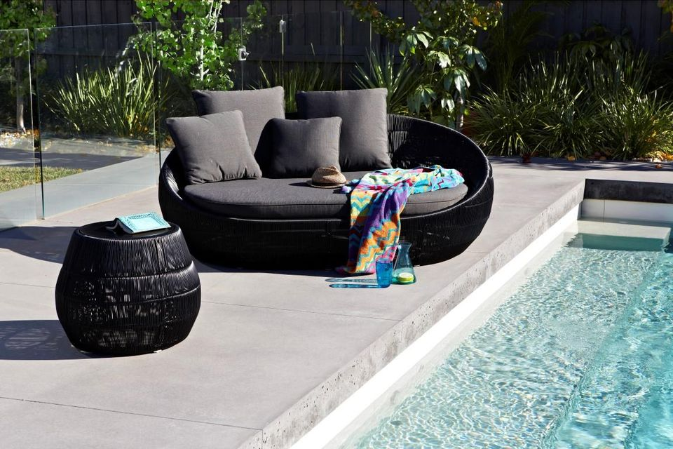 Image of: Pretty Outdoor Daybed
