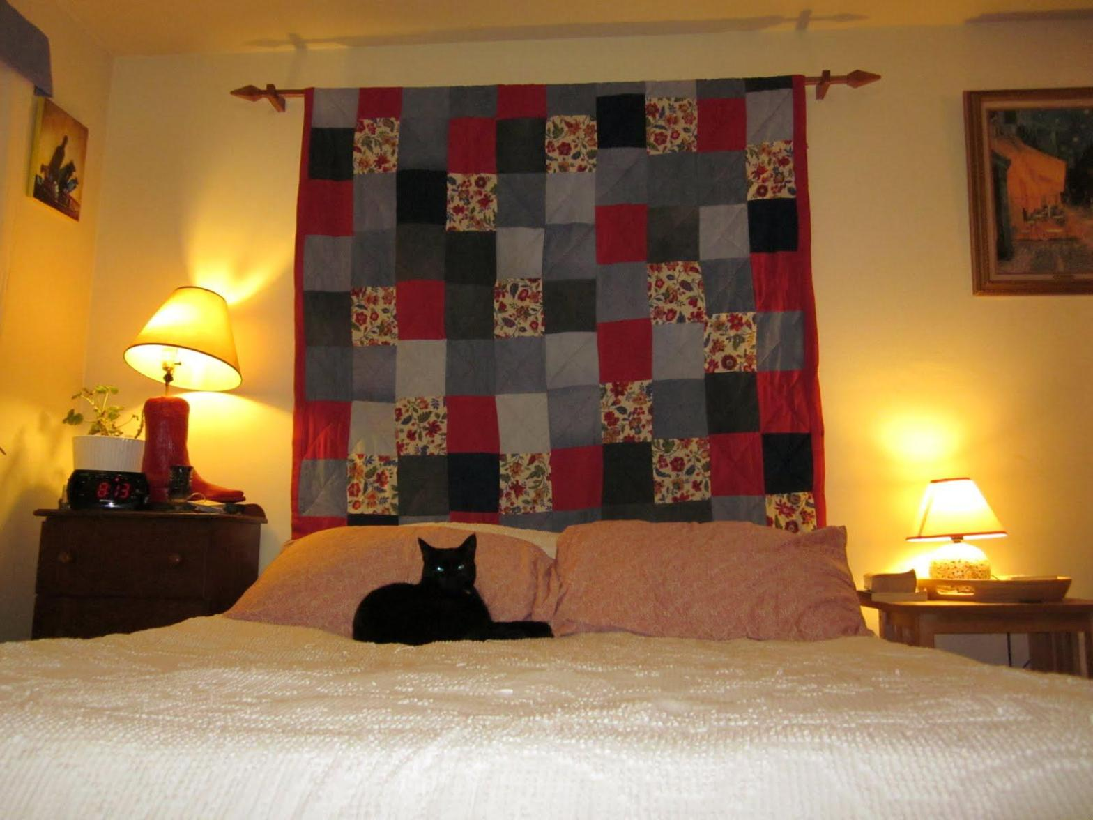 Image of: Quilted Headboard Bed