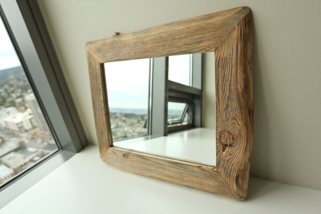 Image of: Reclaimed Wood Mirror Frame Ideas