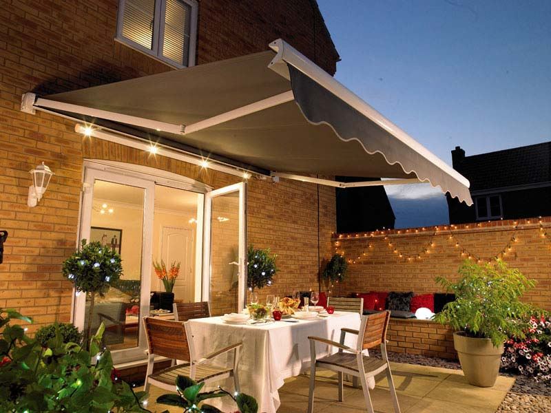 Image of: Retractable Patio Awning Design