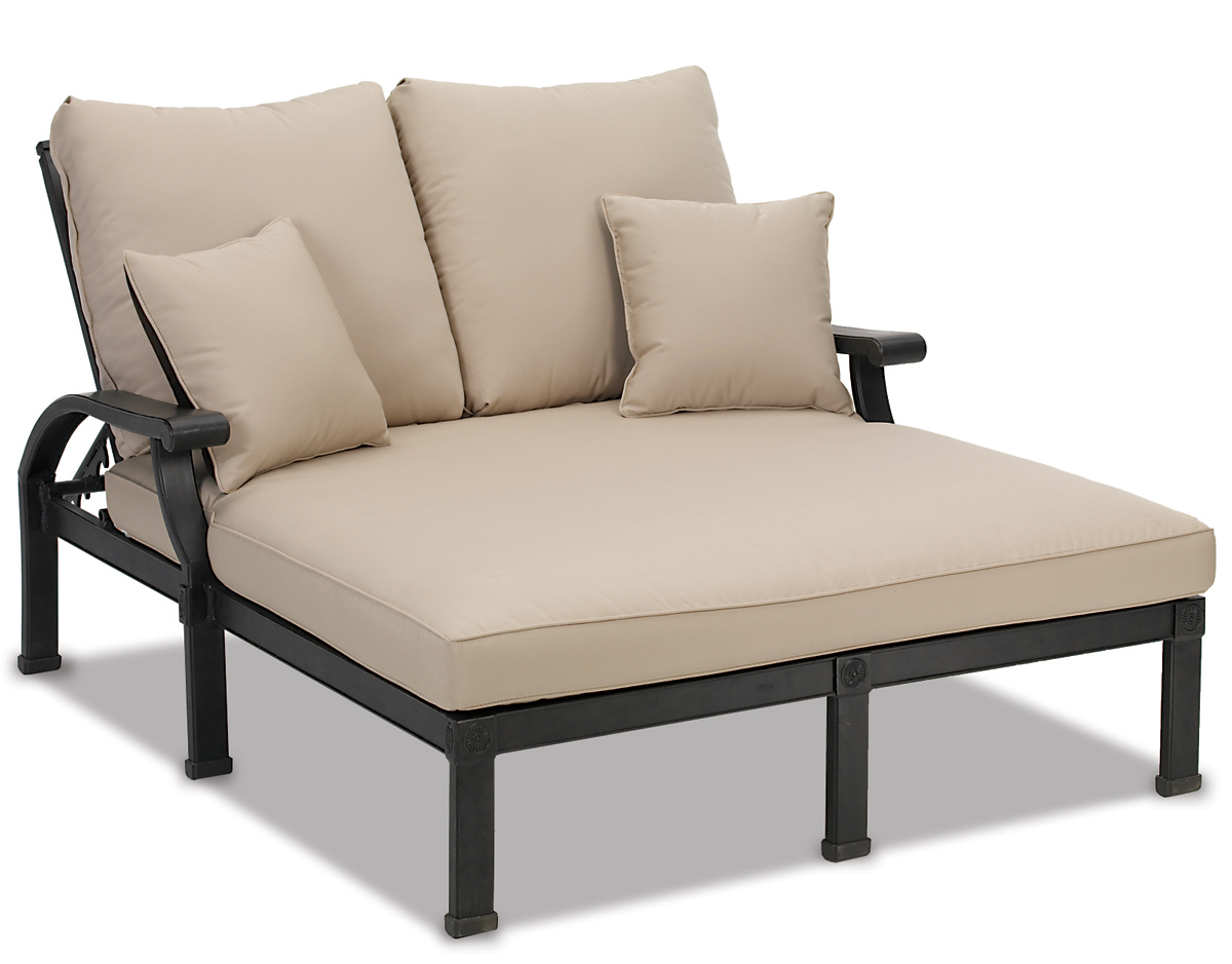Image of: Romantic Patio Chaise Lounge Chairs