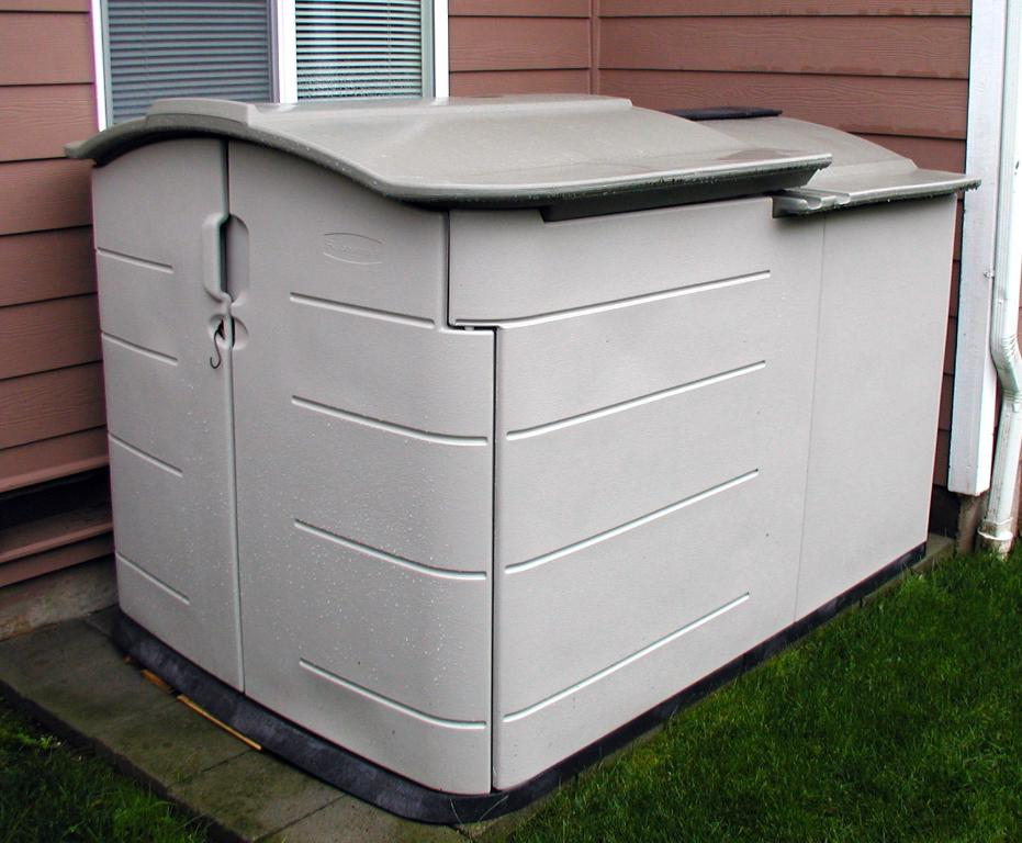 Image of: Rubbermaid Deck Storage Shed