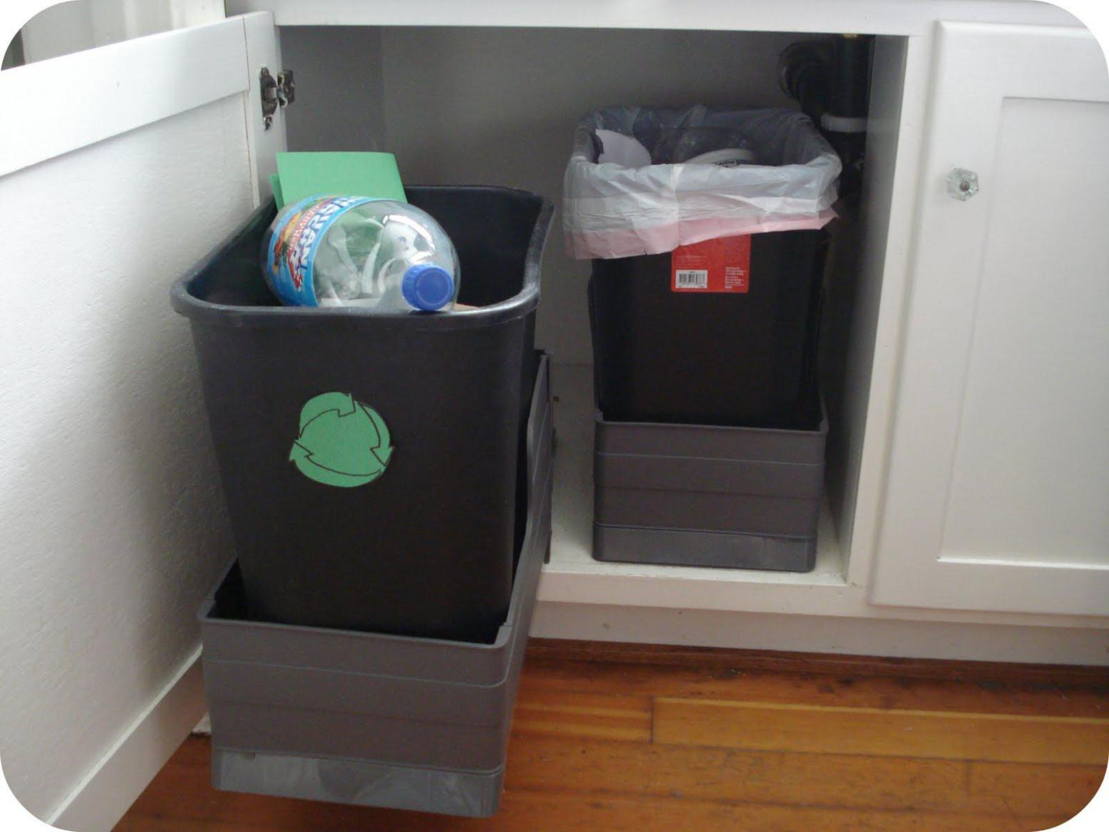 Image of: Rubbermaid Kitchen Garbage Cans