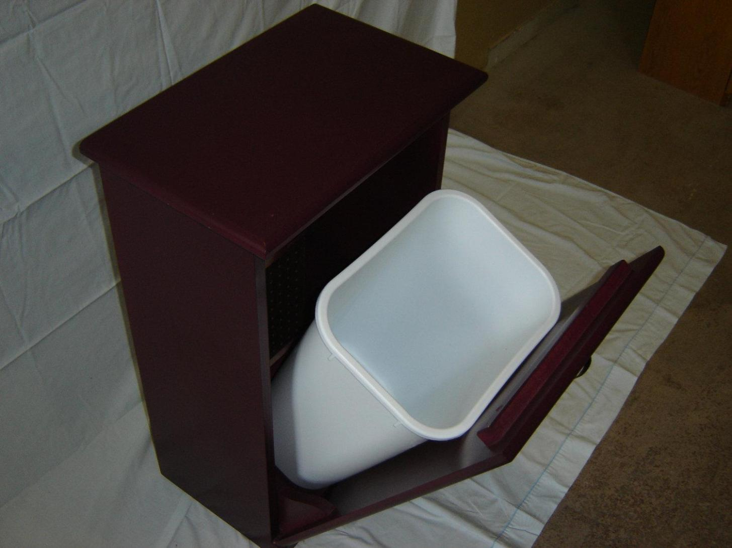 Image of: Rubbermaid Kitchen Trash Cans