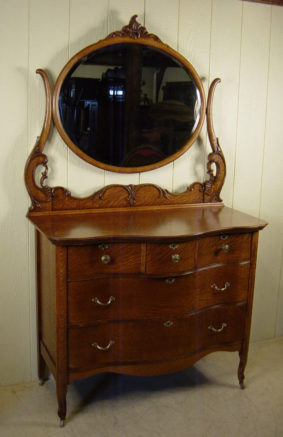 Image of: Small Antique Dresser With Mirror