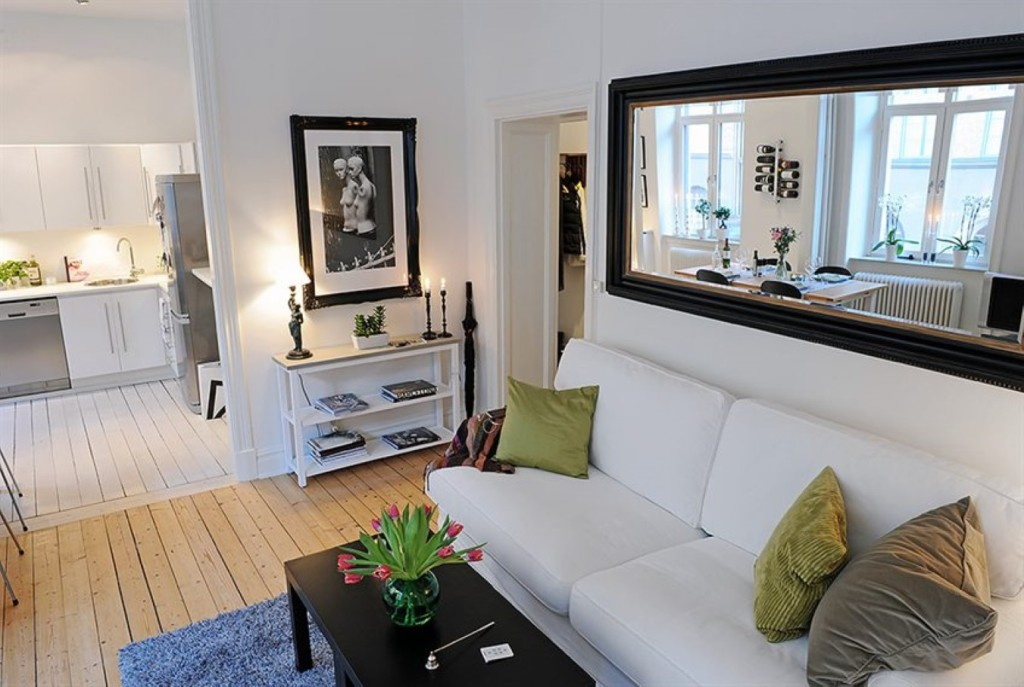 Image of: Small Wall Mirrors Frameless