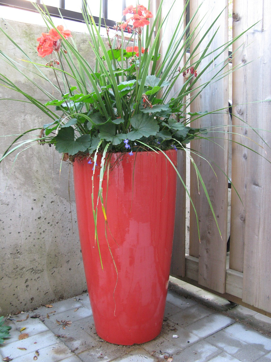 Image of: Tall Outdoor Planters Ideas