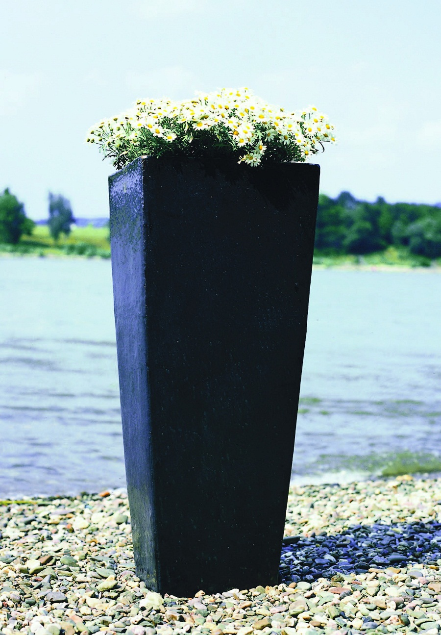 Image of: Tall Outdoor Planters Pots