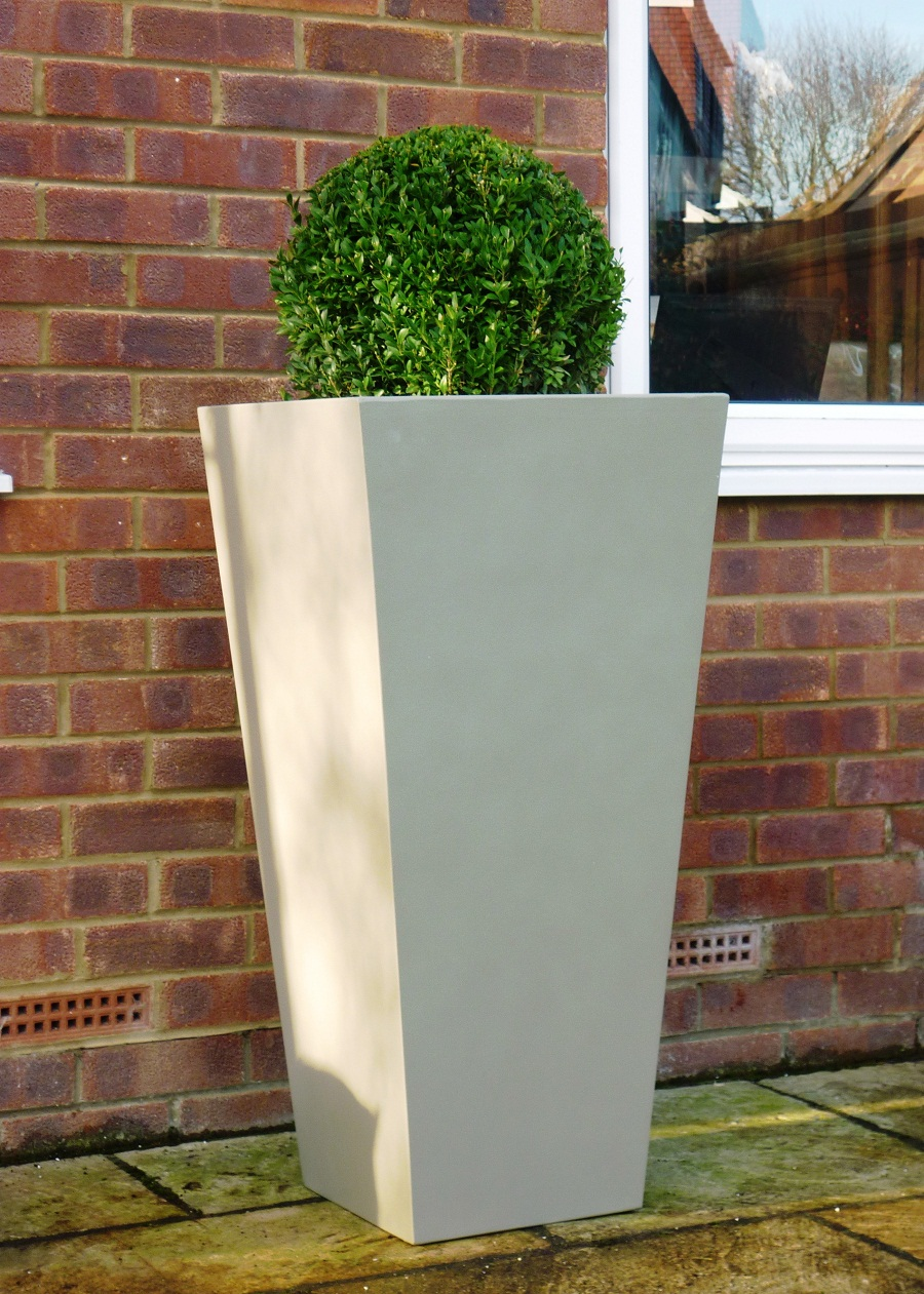 Image of: Tall Outdoor Planters Style