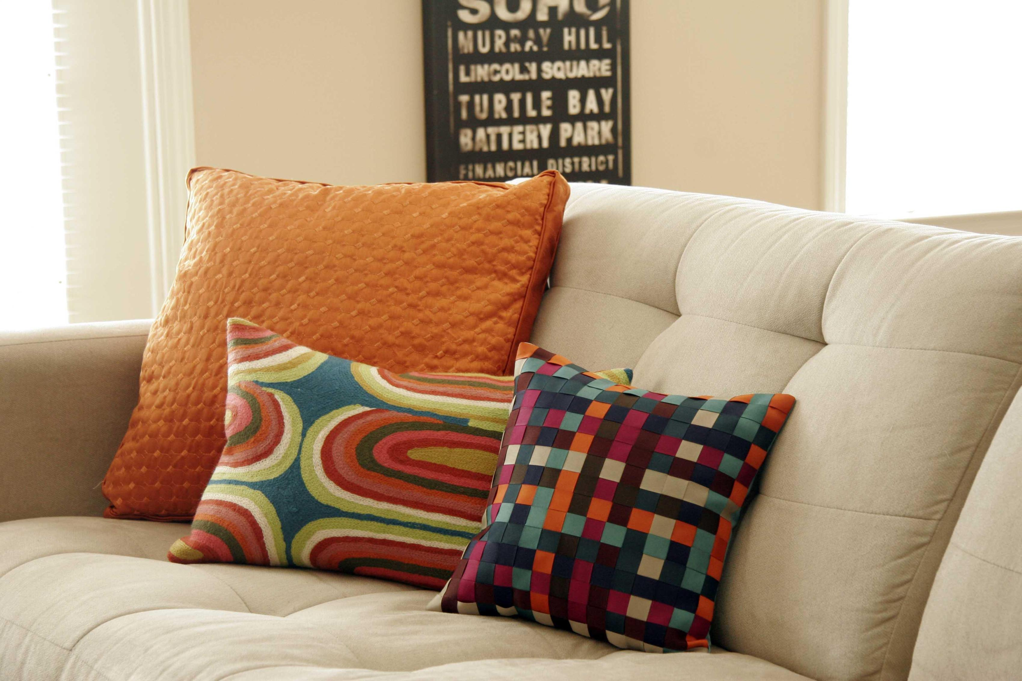 Image of: Toss Pillows For Sofa