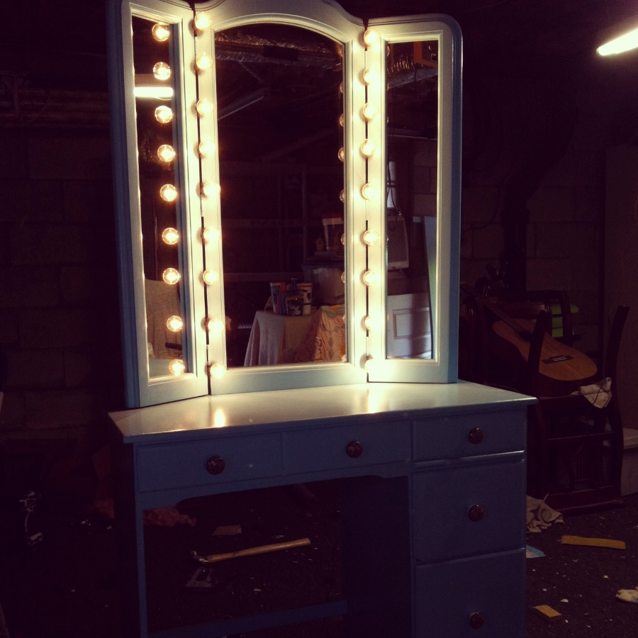 Image of: Tri Fold Vanity Mirror with Lights