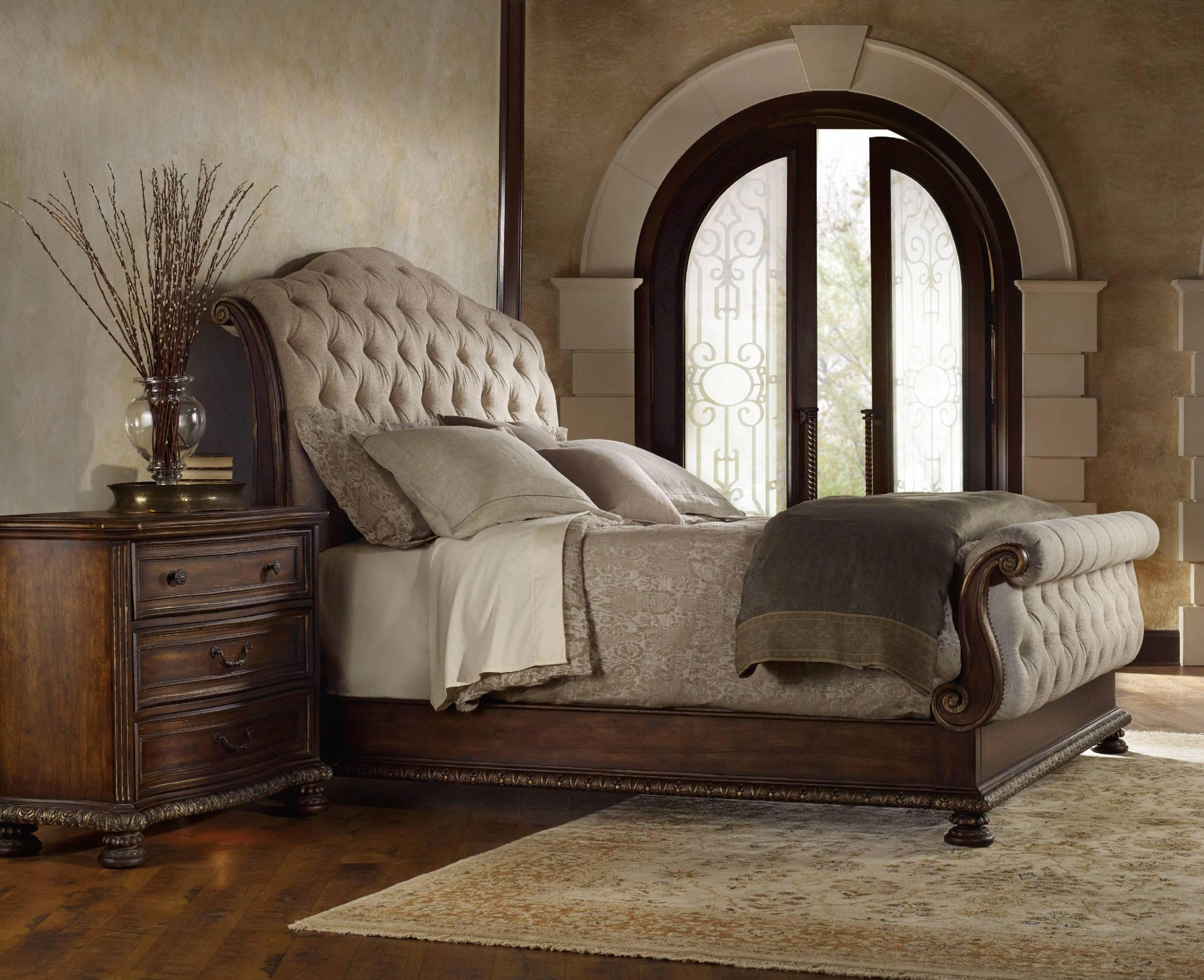 Image of: Tufted Headboard King Size Bed
