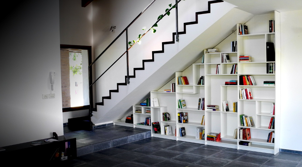 Image of: Under Stair Bookcase Plans