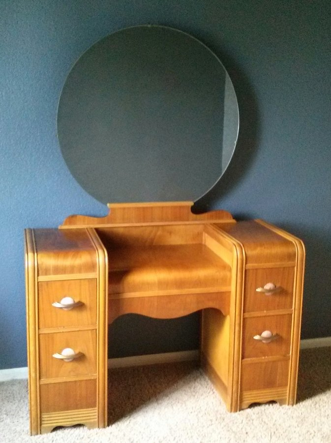 Image of: Vanity Dresser with Mirror Wooden
