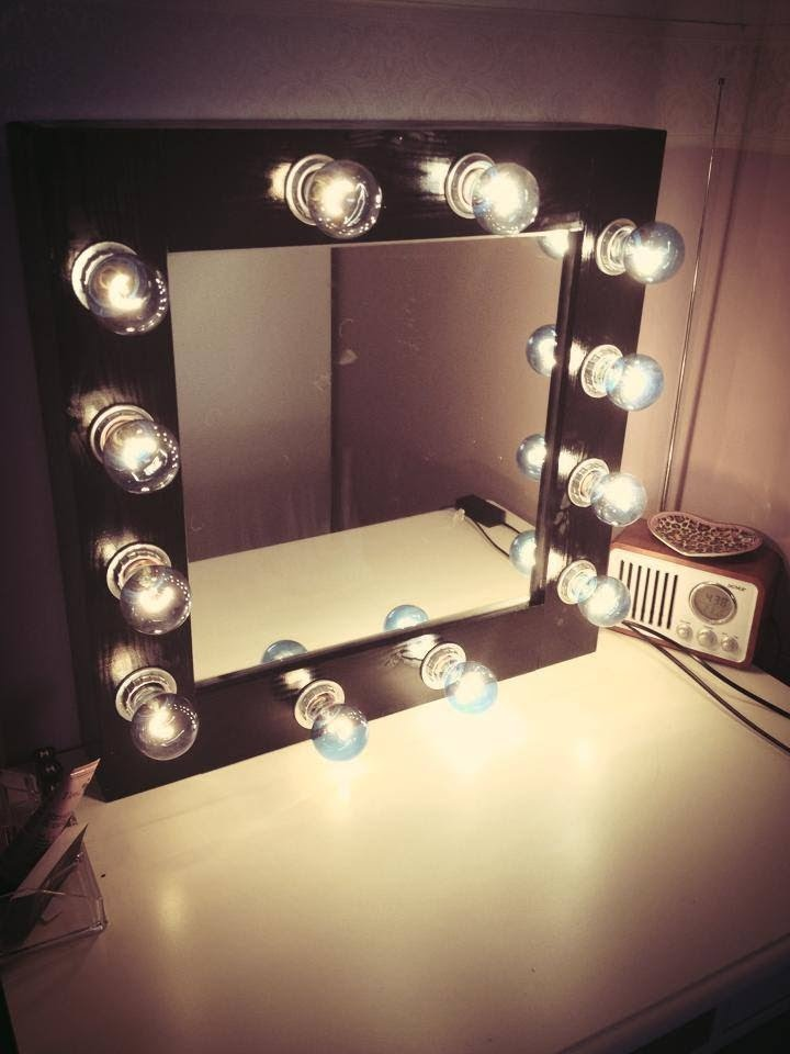 Image of: Vanity Makeup Mirror with Light Bulbs Large