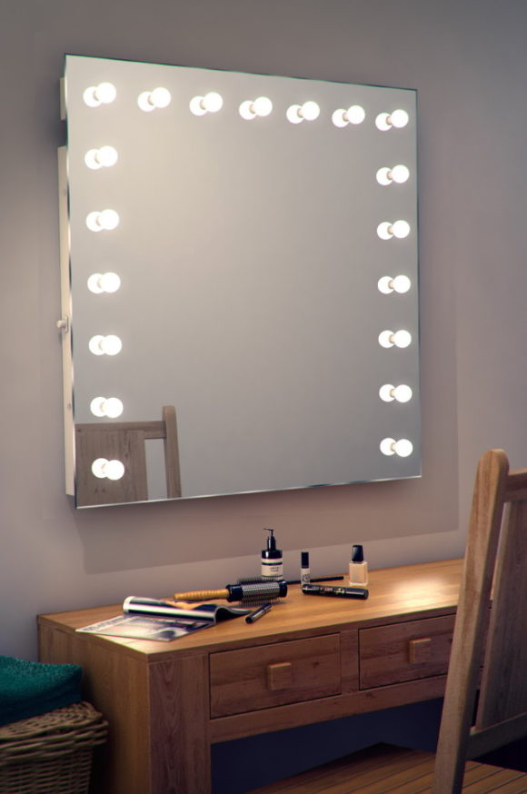 Image of: Vanity Makeup Mirror with Light Bulbs Simple