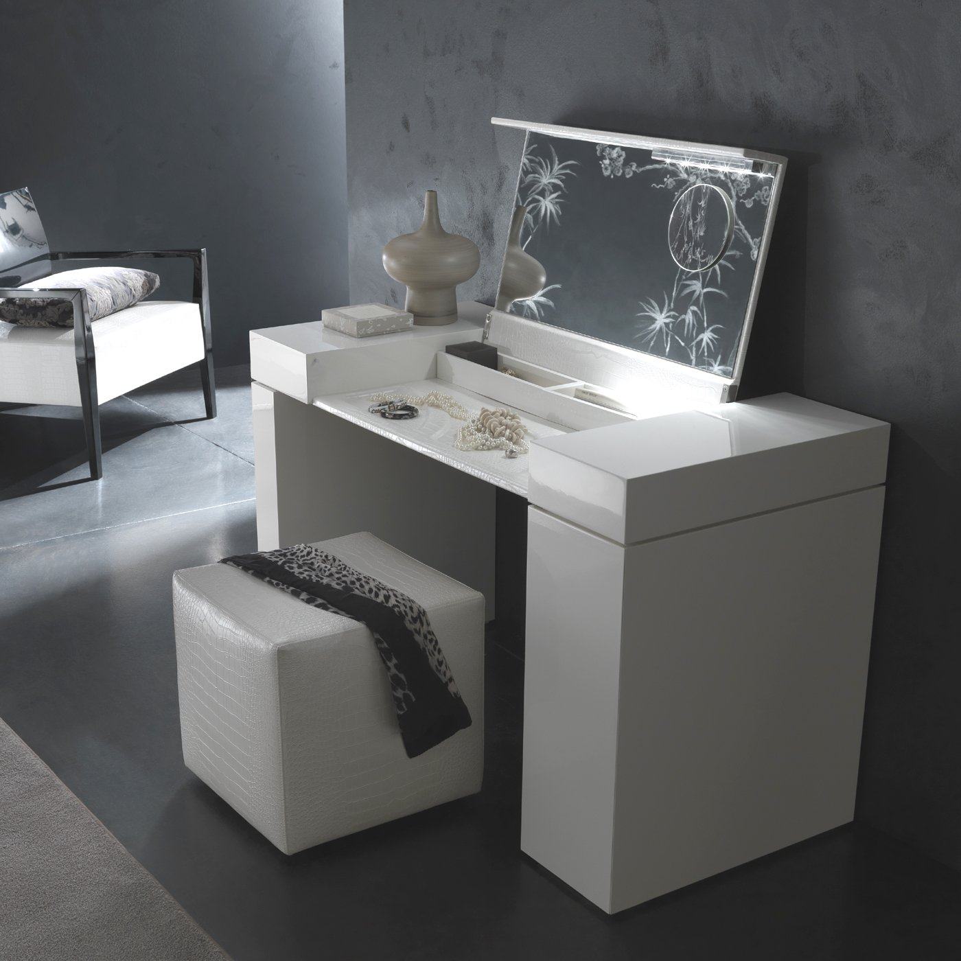 Image of: Vanity Table with Mirror Type