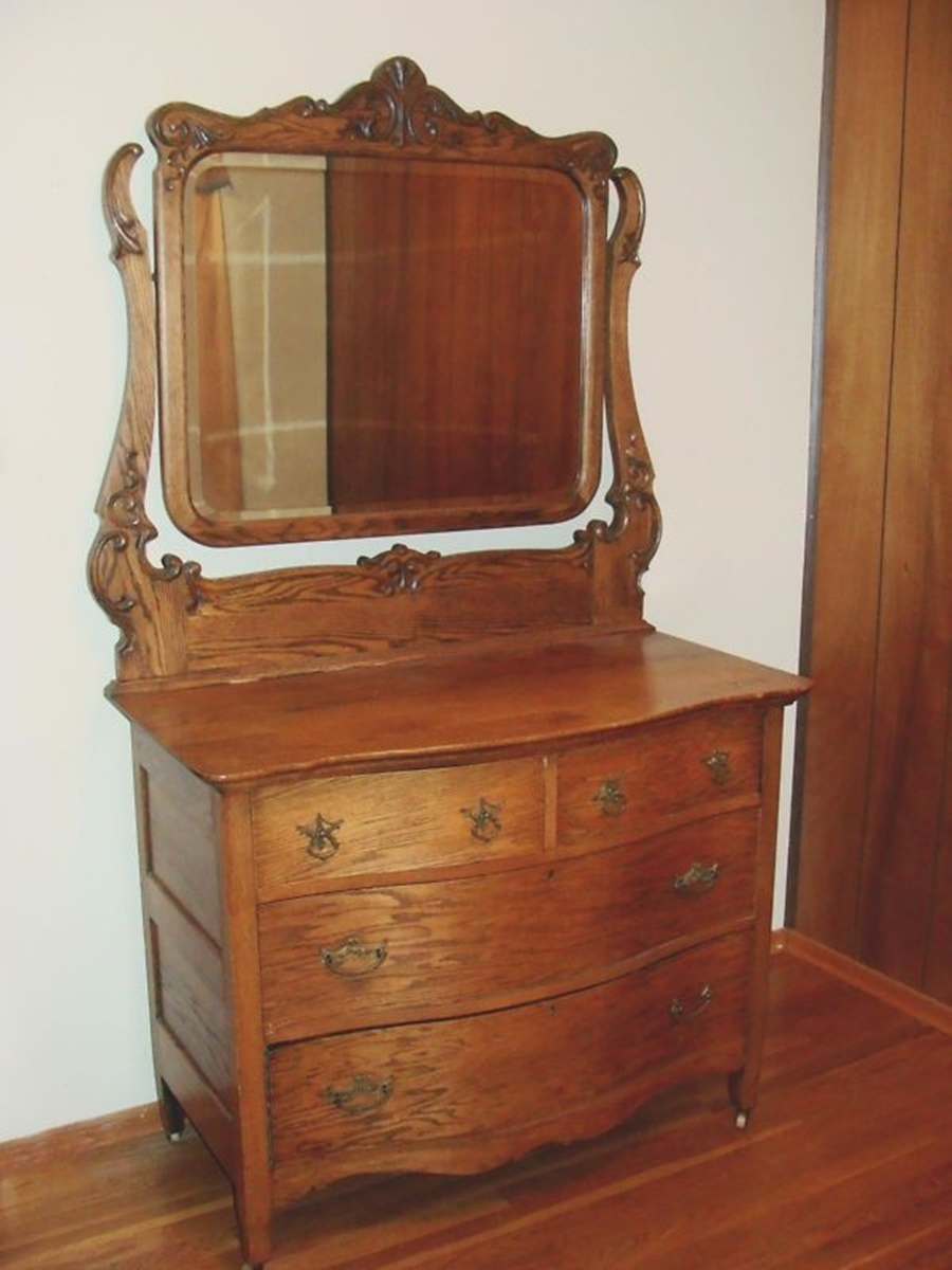 Image of: Vintage Antique Dresser With Mirror