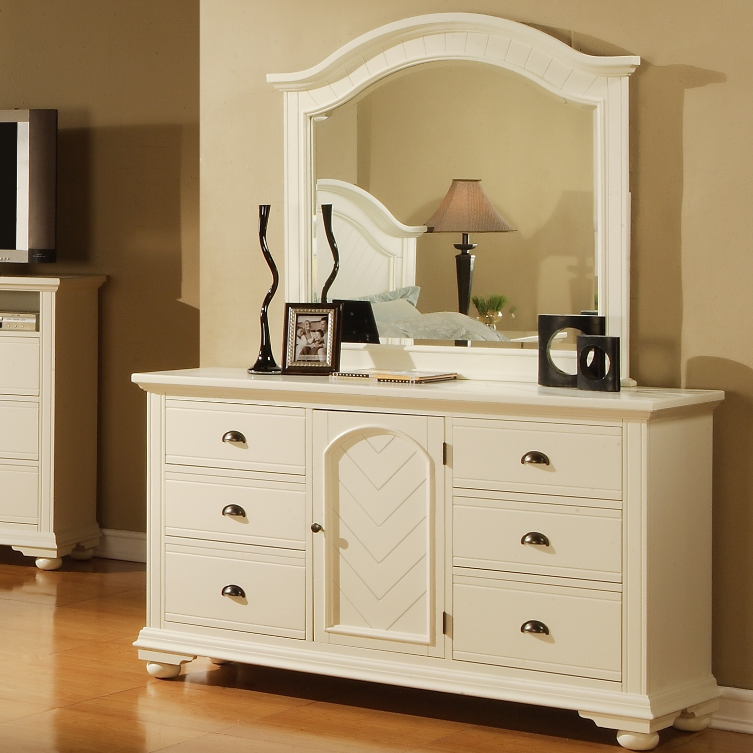 Image of: White Dresser With Mirror Ideas