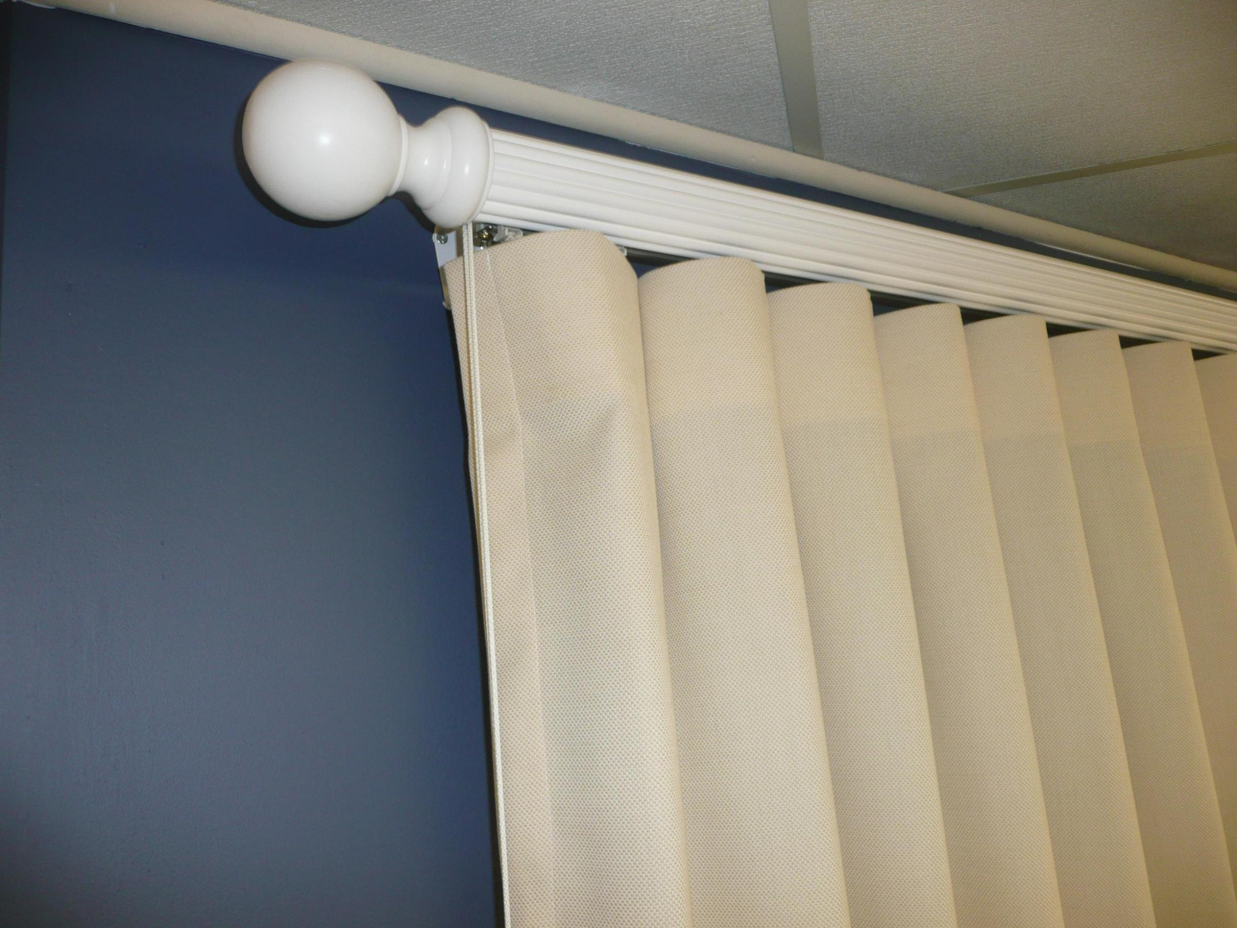 Image of: White Traverse Curtain Rod