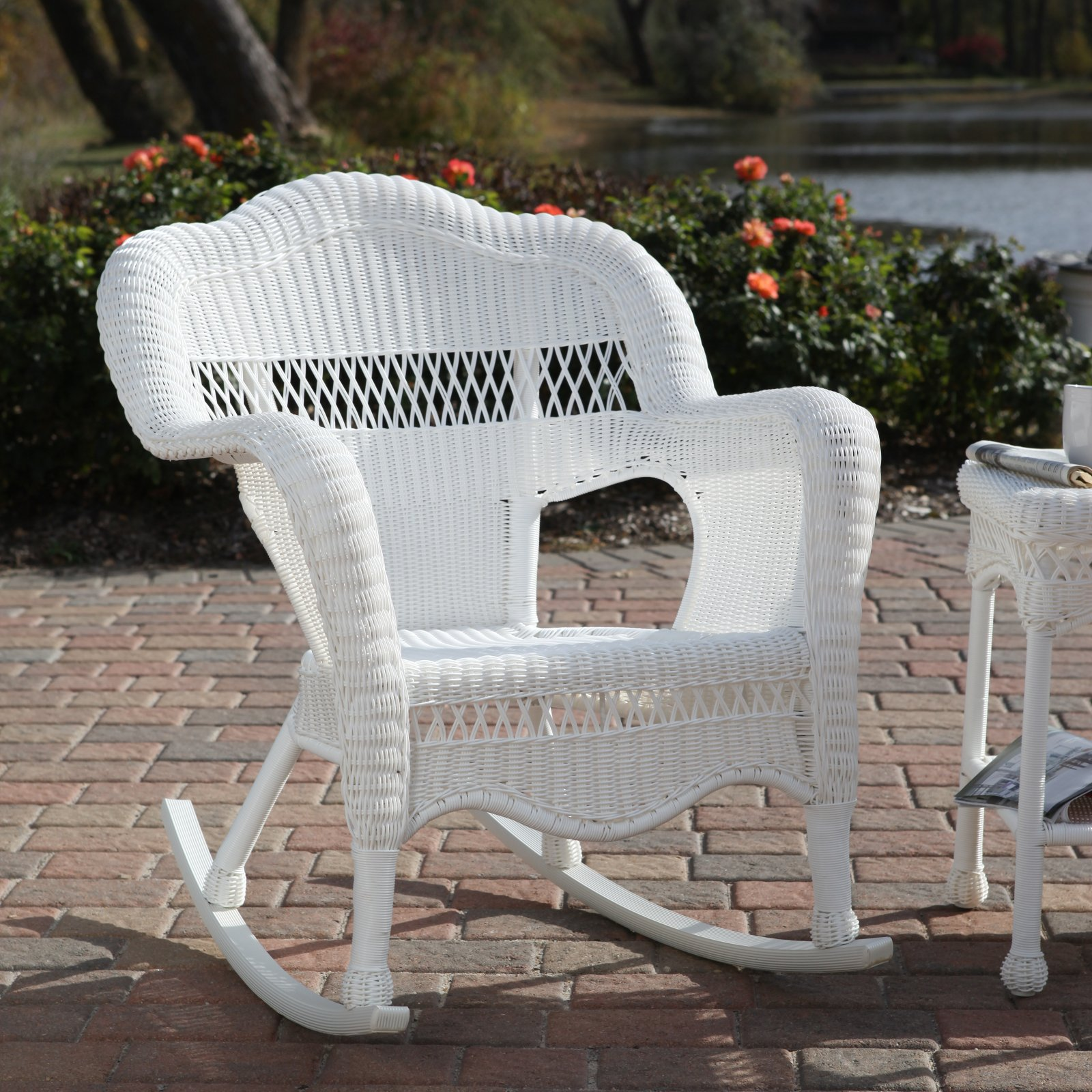 Image of: White Wicker Patio Chair