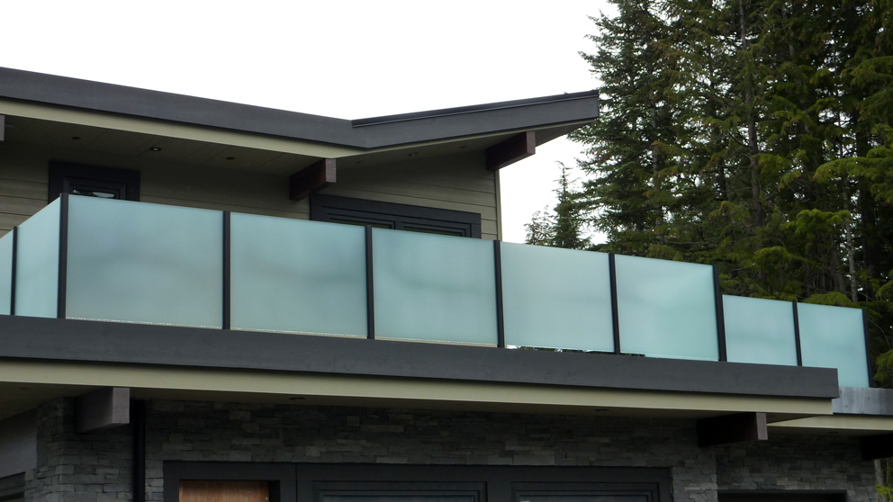 Wood And Glass Deck Railing